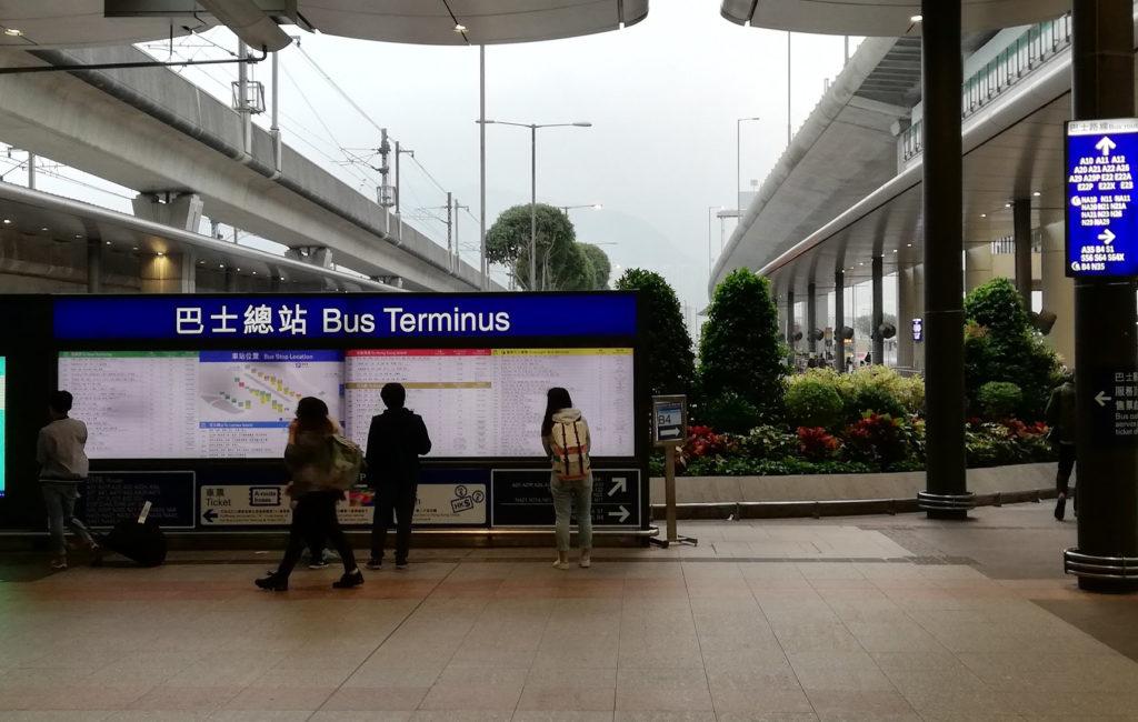 香港空港 バス乗り場入り口